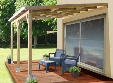 Toit terrasse adossé en bois traité et polycarbonate