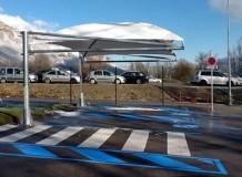 Vue latérale abri parking PMR