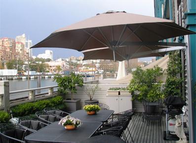 des parasols astucieux qui tournent avec le soleil blog. Black Bedroom Furniture Sets. Home Design Ideas