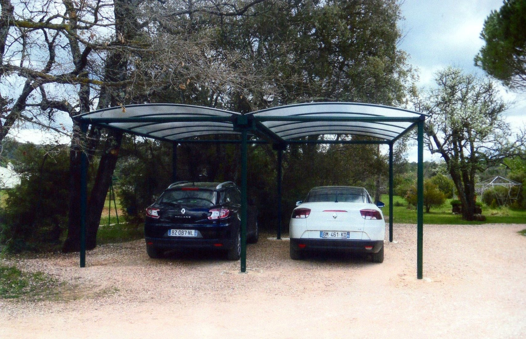 mettez votre voiture l abri avec le carport m tallique. Black Bedroom Furniture Sets. Home Design Ideas