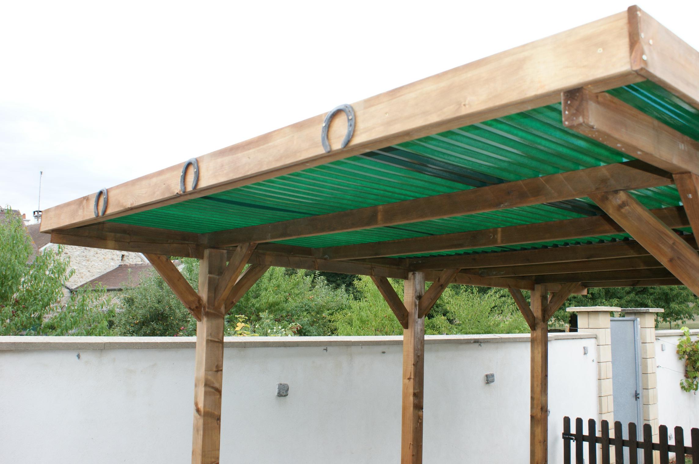 Bois autoclave et toit plat le carport qui porte chance - Construire un abri de jardin toit plat ...