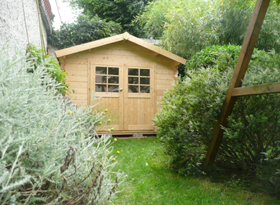 un abri en bois pour am nager son jardin de ville blog. Black Bedroom Furniture Sets. Home Design Ideas
