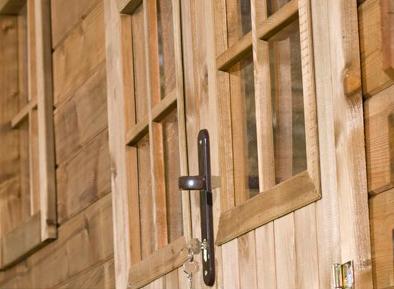 Serrure d'un abri en bois autoclave