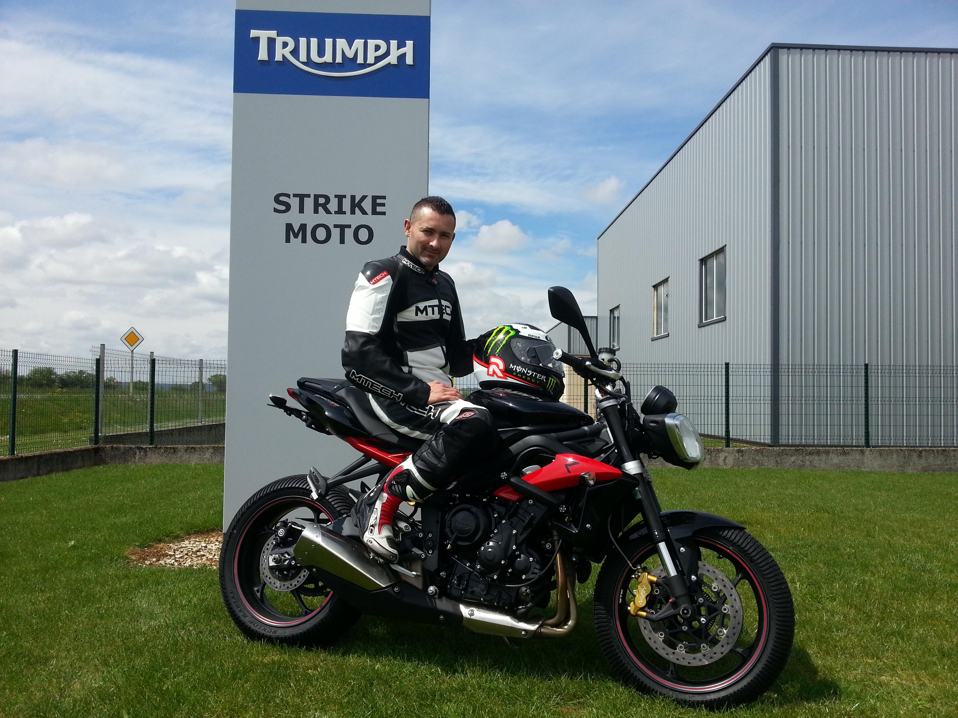 Alterner rallye auto moto un nouveau d fi pour thomas for Deplacer sa moto dans un garage