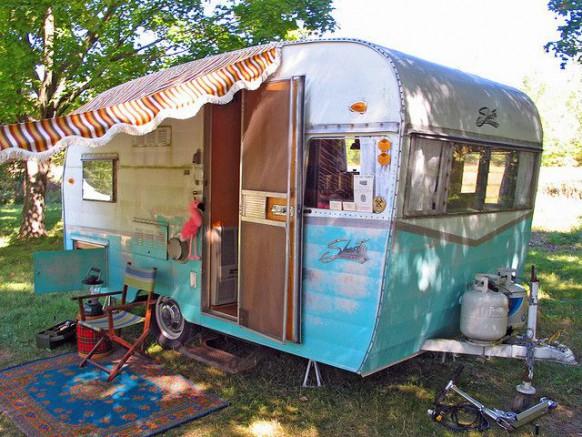 Voyagez autrement voyagez en camping car blog conseil abri jardin gar - Decorer une caravane ...