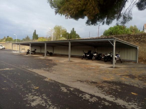 Abri métallique pour motos et 2 roues