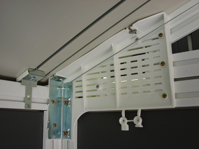 Ancrage et plancher en dalles PVC, des finitions soignées ...