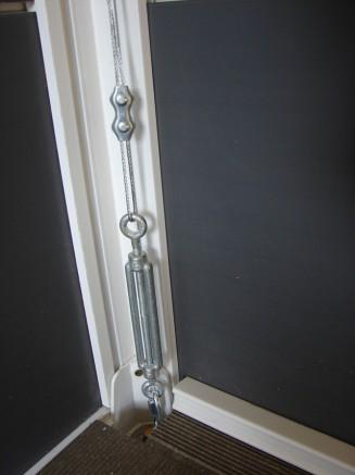 Installer un kit d 39 ancrage grosfillex pour un abri de - Fixation abri de jardin ...