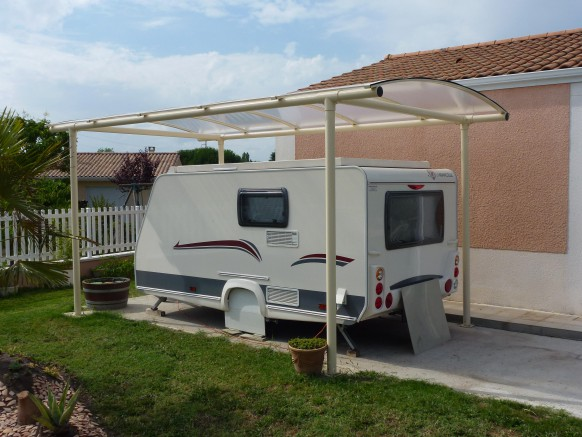 abri camping car vers quelle structure s 39 orienter. Black Bedroom Furniture Sets. Home Design Ideas
