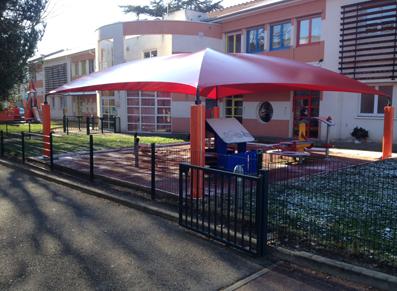 Comment protéger un espace de jeux pour enfants ? La réponse de la commune de Saint Chamond !
