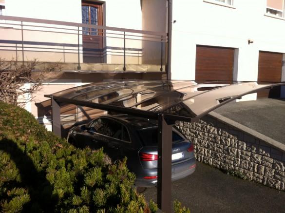 Abri-voiture-moderne-2-pieds