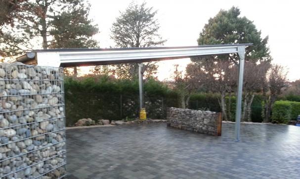 carport structure m tallique rev tements modernes du toit. Black Bedroom Furniture Sets. Home Design Ideas