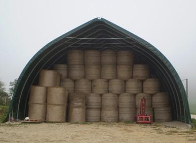 Tunnel de stockage de bottes de paille