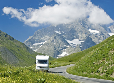 Camping-car-route-montagne