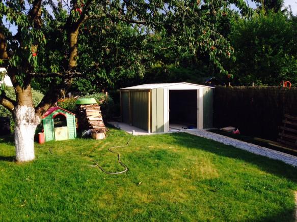 abri de jardin m tallique en situation photos l 39 appui. Black Bedroom Furniture Sets. Home Design Ideas