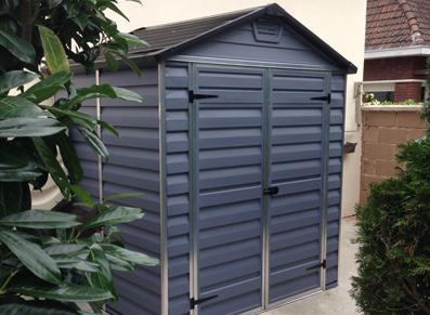 abri jardin moderne PVC gris