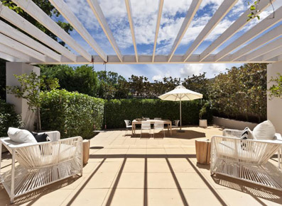 terrasse zen pergola blanche