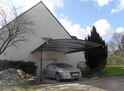 carport en métal adossé maison