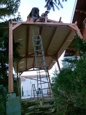 installation toiture abri en bois Douglas résistant