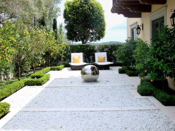 Comment mettre en place une all e de gravillons dans son for Modern front garden ideas