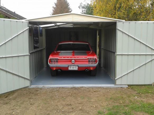 Un garage en m tal pour votre voiture de sport for Garage de peinture automobile