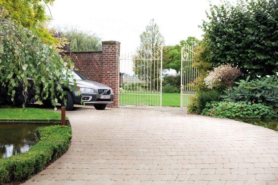 Réaliser Une Allée En Dalles Dans Le Jardin Quelles étapes D - Allee pour voiture dans jardin