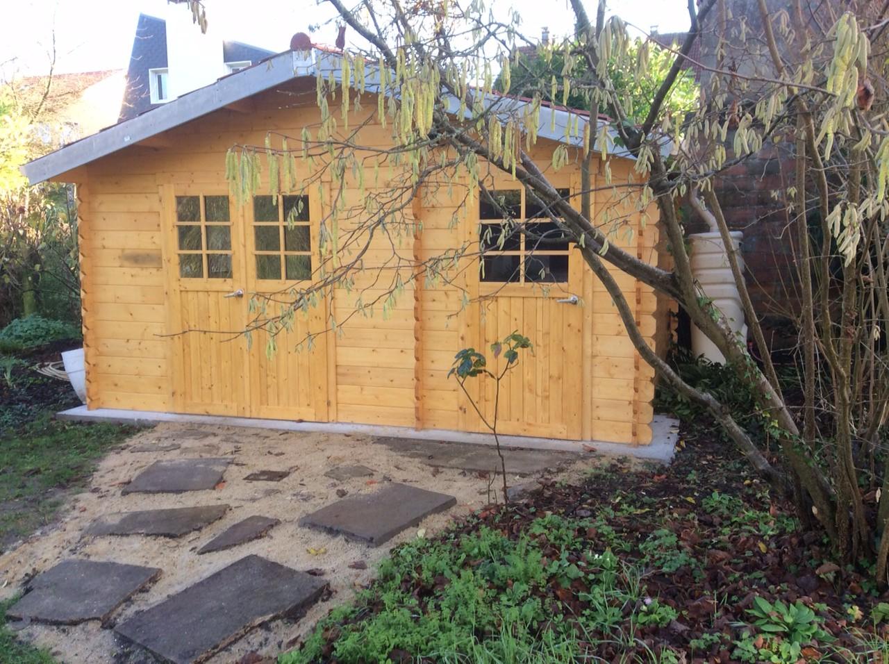 2 portes 2 acc s diff rents pour cet abri de jardin en for Porte pour abris de jardin