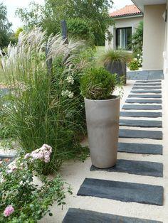 Réaliser une allée en dalles dans le jardin, quelles étapes d ...