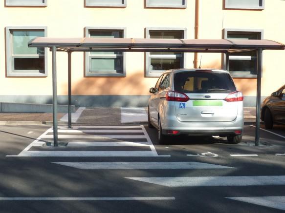 abri voiture en métal pour stationnement handicapé