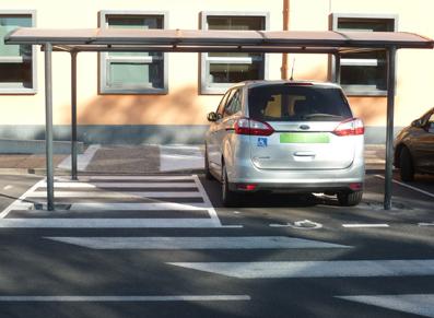 place de parking handicapée aux normes PMR