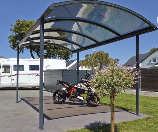 un abri de moto pouvant avoir d'autres fonctions