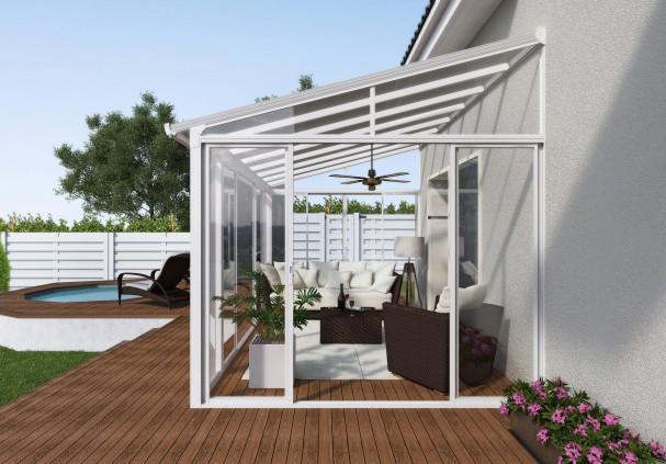 Un abri terrasse fermé transparent en aluminium blanc