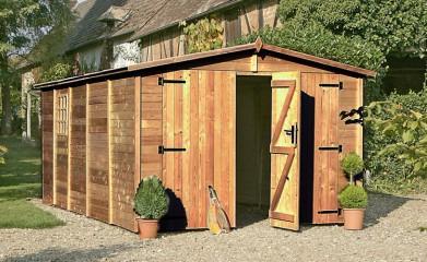 Garage en bois de panneaux ou madriers pour plus de résistance