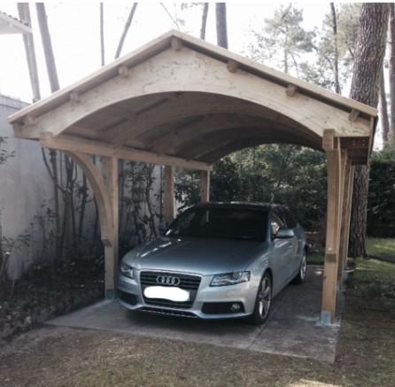 Un abri voiture en bois pour protéger votre véhicule ; des choix de carports en pin sylvestre. Qualité au rendez-vous !