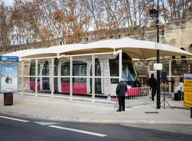 Un abri d'exposition pour les professionnels : ici, un abri pour un tramway, transformé plus tard en station de lavage pour les bus.