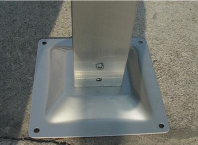 Solidifiez votre abri voiture métallique avec une base solide sur une dalle béton.
