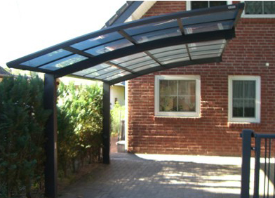 Un abri voiture métal toit transparent polycarbonate