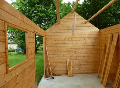 Un abri en bois pour ranger votre mobilier d\'extérieur : calculez la ...