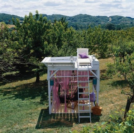 L'abri de jardin bois avec salon d'extérieur et terrasse intégrée