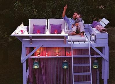 Abri insolite avec salon d'extérieur abrité et terrasse (crédit photo : Pinterest/http://inspirationsdeco.blogspot.fr)