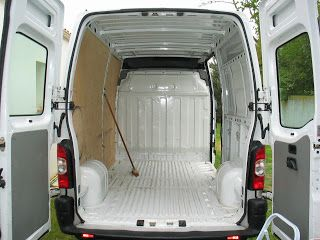 Camionnette pro à abriter sous un abri garage pro