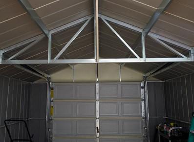 La charpente métallique de l'abri garage métalloplastique