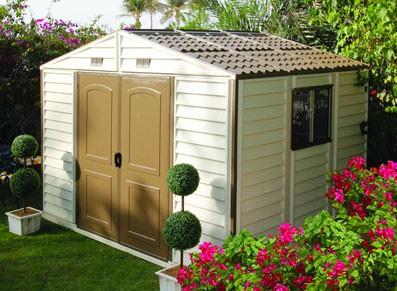 L'abri de jardin PVC comme extension d'un mobil-home sur une parcelle de camping