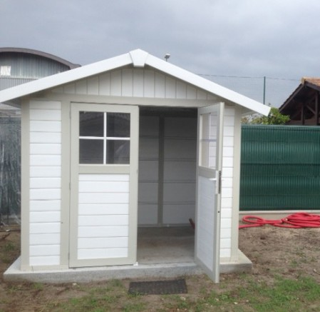 Double porte et fenêtres pour cet abri et cabanon de jardin pro en résine PVC
