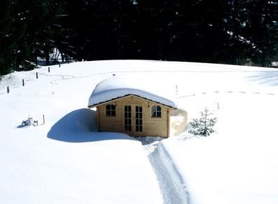 Tout le charme des abris et chalets en bois sous les neiges de Noël…