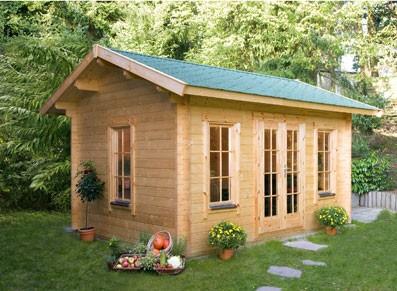 Un abri de jardin en madriers bois et toit double pente