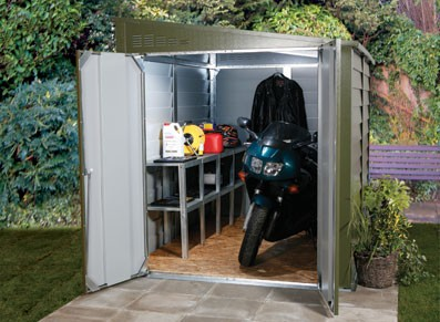 utiliser un coffre m tallique pour deux roues afin de. Black Bedroom Furniture Sets. Home Design Ideas