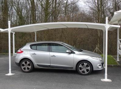 Carport PVC en toile pour une solution de parcage et de protection de votre voiture dans votre jardin