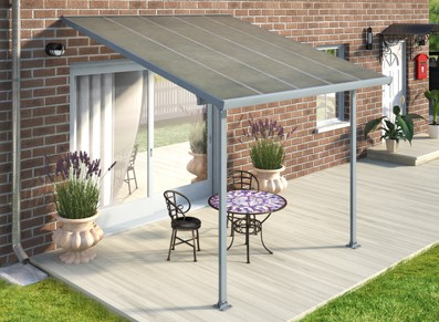 Installer un abri terrasse pour protéger la porte, un auvent idéal !