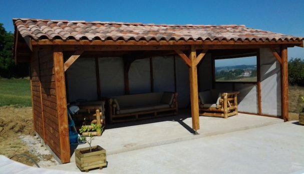 abri bois pour espace lounge en bord de piscine blog conseil abri jardin garage carport. Black Bedroom Furniture Sets. Home Design Ideas